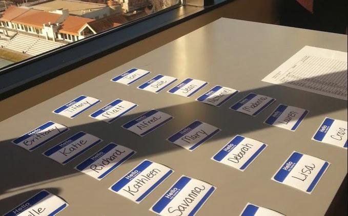 Biglietti segnanome su tavolo